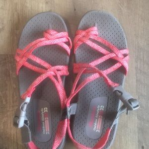 Girl's Skecher Reggaes Outdoor Sandals size 5